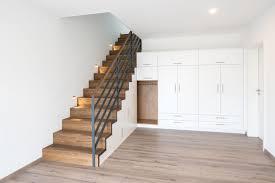 Einbauschrank treppe, schrank unter treppe, treppenspeicher, schwarze küchen, heimwerkerprojekte, keller ideen, drucke, dekoideen für die wohnung. Schuhregal Fur Unter Die Treppe Caseconrad Com