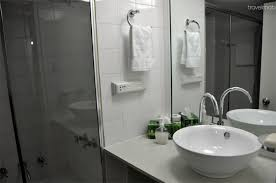 bathroom accessories sydney cbd. deluxe studio with balcony - gambar ke 5 dari 11 bathroom accessories sydney cbd