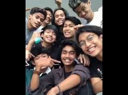 Mulai dari foto fahmi, fahmi tiktok, bang fahmi, kakak beradik podcast, dan beragam video viral fahmi kesurupan. Siapa Viens Boys Yang Viral Di Tiktok Inilah Biodata Profil Anggota Dan Fotonya