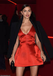 32027B3100000578-3483071-Red_dy_for_anything_Model_Irina_Shayk_looked_seriously_sizzling_-a-154_1457479718931.jpg
