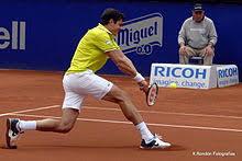 El tenista canadiense ha terminado el año como el tenista que más saques directos ha logrado por delante de jugadores como isner o zverev. Milos Raonic Wikipedia