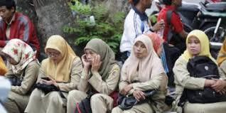Seperti cerita bayu prihartanto, guru honorer asal gunung kidul yang bergaji rp 300.000 per bulan. 2 857 Guru Honorer Di Bengkalis Terima Tambahan Penghasilan Riau Hijau