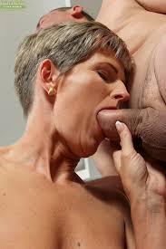 Mature oral sex woman