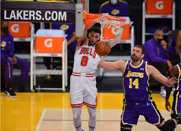 Basketball | Lakers slip by visiting Bulls - Nba