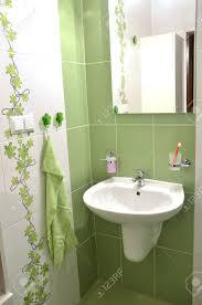 Blick In Neue Frische Grün Weiß Geflieste Badezimmer Lizenzfreie
