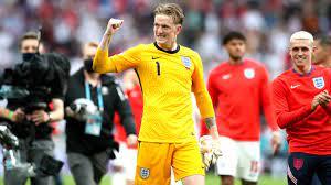 England-Torwart Pickford hält Kasten sauber und freut sich über  Manuel-Neuer-Trikot