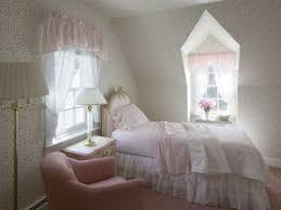 how to determine the proper depth for window valances
