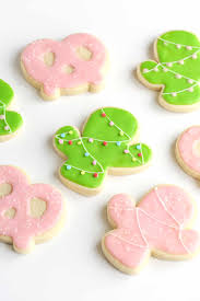 traditional royal icing vs this sugar cookie icing