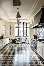 in linda pinto s paris apartment onyx hued countertops provide a sleek surface in her charming black and white kitchen
