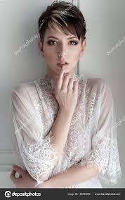 красивая девушка тендер сексуальной невеста короткая стрижка нежный