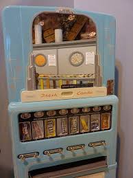 Old Candy Vending Machine Simple Old Candy Vending Machine VENDING MACHINES Pinterest Vending