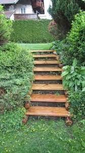 Wir sind experten in holztreppenherstellung. Treppe Selber Bauen Diy Idee Fur Eine Aussergewohnliche Baumtreppe Treppe Selber Bauen Gartentreppe Und Gartenbank Selber Bauen