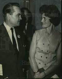 1964 Press Photo Alabama Governor George Wallace talks with Mrs. Chas.  Tomlinson | eBay