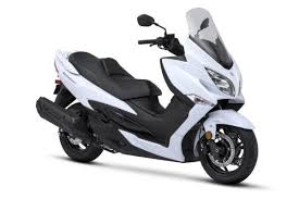 2018 suzuki c90. plain suzuki the allnew 2018 burgman 400 features a new engine and chassis wrapped in  bodywork with modern led lighting front rear it is available pearl  for suzuki c90