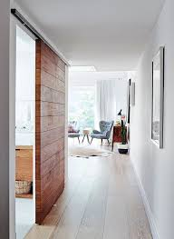 Modern home with pops of color // Casa moderna con toques de color //
