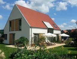 Einfamilienhaus Holzhaus Satteldach Fensterläden Aus Holz Modern