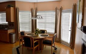 Interior  Spacious Dining Room Design With White Bay Window Blind - Bay window in dining room