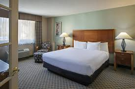 King Bedroom Suites King Of Prussia Hotels Suites Doubletree Valley Forge