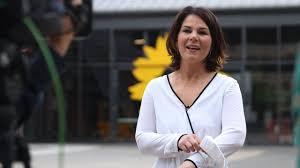 Annalena charlotte alma baerbock (born 15 december 1980) is a german politician and the chairwoman of the alliance 90/the greens. Umfrage Klatsche Wie Sehr Fehler Von Annalena Baerbock Den Grunen Schaden Politik Inland Bild De