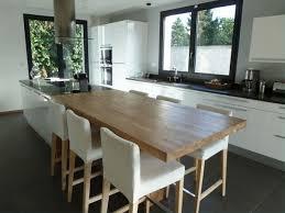 Hs Cuisine Ouverte Une Grande Table Avec Lilôt Et Pas De Table De