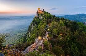 Feb 24, 2021 · san marino is a landlocked enclave in southern europe. San Marino Tagestrip In Den Zwergstaat Geo