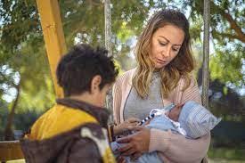 """منة شلبي تحقّق حلم الأمومة في """"ليه لأ 2"""" على """"شاهد VIP"""""""