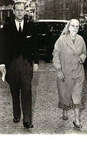 Prinz Philip Von Edinburgh Mit Seiner Mutter Alice Von Griechenland Duke Of Edinburgh With His Mother Princess Alice British Royalty Royal Life