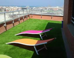 how to choose the best artificial grass for a roof garden balcony or terrace