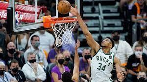 Giannis Antetokounmpo gives Bucks ...