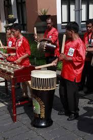 Sekarang terdapat banyak sekali penyanyi yang terkenal lahir dari. 10 Alat Musik Tradisional Maluku Dan Cara Memainkannya Tambah Pinter