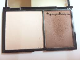this is how the actual looks like it conns a highlight shade that i like to use to set my highlighting concealer since my plexion is um