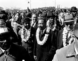 the life and legacy of martin luther king jr shareamerica martin luther king leading throng of ers across bridge © ap images