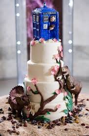 cool wedding cake. cool tardis wedding cake