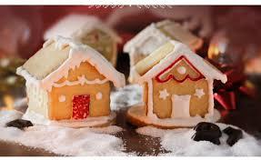 Casetta Di Natale Con Savoiardi : Casette di biscotti decorati con ghiaccia reale