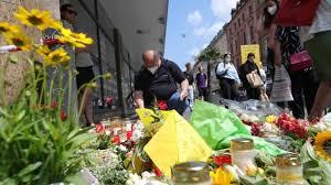 Der mutmaßliche täter hatte am späten freitagnachmittag in der innenstadt scheinbar wahllos auf passanten eingestochen. L2crpm9bgrlypm