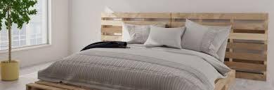 Palettenbett selber bauen palettenmöbel europaletten, diy bett aus paletten unter 100€! Diy Schlafzimmer Ein Bett Aus Paletten Selber Bauen Ratgeber Diybook At