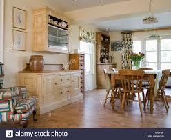 Kiefer Stühle Und Tisch Im Land Esszimmer Erweiterung Mit