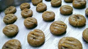 Selanjutnya campurkan tepung terigu protein sedang, gula pasir serta garam, aduk hingga semua bahan tercampur rata. Resep Kue Kering Kacang Hijau Renyah Lezat Dan Nikmat