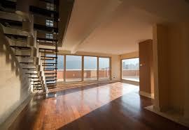 Ein dielenboden, auch schiffboden oder riemenboden, ist ein holzfußboden aus wenn sich von der oberfläche des holzfußbodens splitter lösen kann der fußboden neu abgeschliffen werden. Laminat Auf Dielenboden Verlegen Das Sollten Sie Beachten