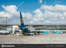 Ukraine International Airlines aerei — Foto Editoriale Stock ...