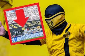 Schalke - Dortmund Derby: Riesen-Ärger - wegen DIESER Fahne - derwesten.de