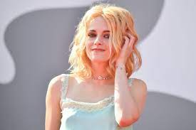 Kristen Stewart Looks Like a Pastel ...