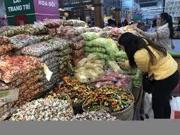 Bánh kẹo Việt Nam bán theo cân ngập tràn siêu thị | Vĩ mô