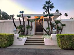 Palm Springs Garden Design Where To See The Best Palm Springs Homes Bachelorette Pad Flip