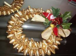diy christmas wreath made-of-pasta-gold-spray-painted