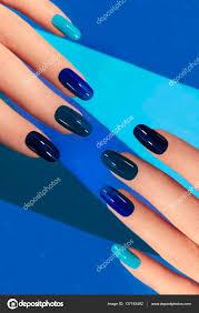 Manikúra S Modré Nehty Stock Fotografie Marigo 137193492