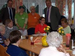 ... Mitarbeiterinnen der Tagespflege Anja Gumprecht, Angela Fuhr und ... - 2998871_web