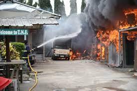 ไฟไหม้โรงงานผลิตไฟเบอร์กลาสย่านลำลูกกา เสียหายกว่า 50 ล้านบาท - 77 ข่าวเด็ด