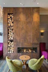 Bei vielen wohnwänden lassen sich die regalböden individuell anordnen. Kaminholz Aufbewahrung Innen Praktisch Und Dekorativ Im Wohnzimmer