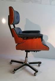 Image Charles Eames Classic 670 Eames Style Tilt Swivel Desk Chair Manufactured By Heywood Wakefield Original Navy 1stdibs Modernist Eames Style Leather Desk Chair At 1stdibs